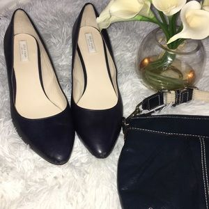 Cole Haan navy blue leather pumps